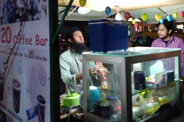 """ঢাকা শহরের প্রান কেন্দ্রে বসুন্ধরা সিটির কাছে সুবিখ্যাত কফি শপ """"T20 Coffee Bar"""""""
