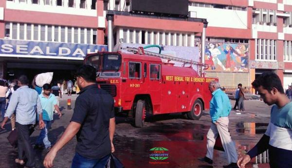 ভরদুপুরে শিয়ালদহ স্টেশনে অগ্নিকাণ্ড, ব্যাহত যান চলাচল