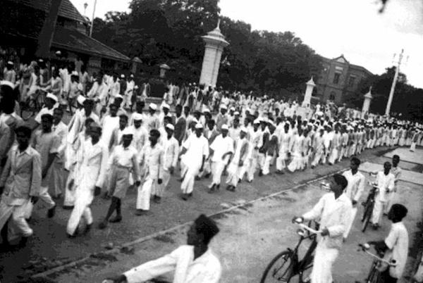 সালটা ১৯৪২, ইংরেজদের অত্যাচারে জর্জরিত ভারতবাসী, শুরু হল মুক্তিযুদ্ধ