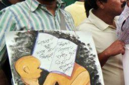 ইসলামপুরের ঘটনার প্রতিবাদে পথে নামলেন পুজোর থিম খ্যাত শিল্পী মনোজিৎ সরকার