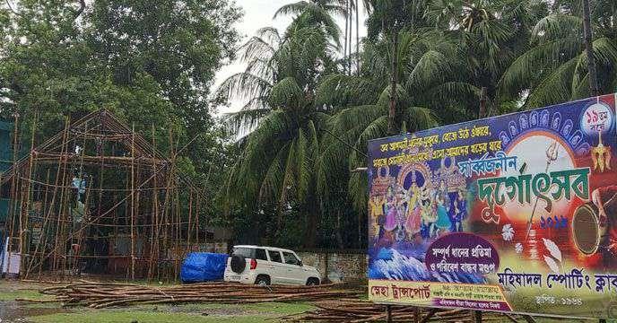 বাঙালির শারদীয়া-আনন্দে থাবা বসিয়েছে অসুর বৃষ্টি