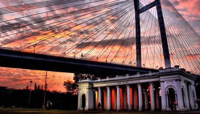 প্রিন্সেপ ঘাট কলকাতার অন্যতম দর্শনীয় স্থান