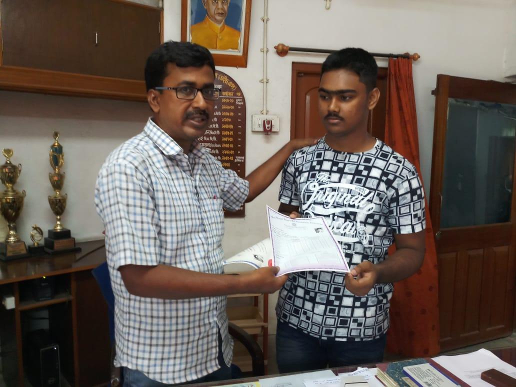 মাধ্যমিকে ৬৭১ পেয়ে 'অশান্ত' ভাঙড়ের মুখোজ্জ্বল করল সাহিল