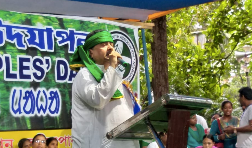 মাথায় সবুজ ফেট্টি বেঁধেই' সান্তাল ইয়ুথ অ্যাসোসিয়েশনের' মঞ্চে বক্তৃতা দিলেন মন্ত্রী শুভেন্দু অধিকারি