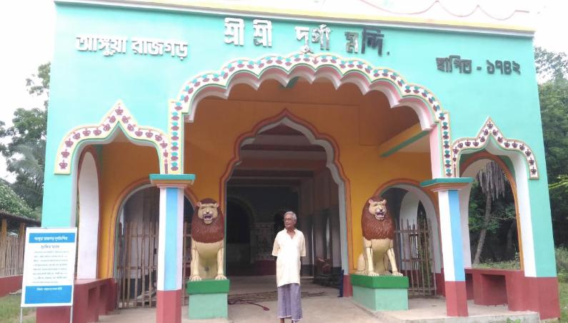 আজও চণ্ডীমঙ্গল এবং ভারতগান হয় দাসমহাপাত্র বাড়ির দুর্গাপুজোয়