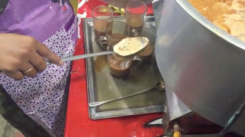 """আপনি কি """"চা"""" খেতে ভালোবাসেন ? দেখুন ঢাকায় """"চা"""" কিভাবে তৈরি করে ! (ভিডিও)"""