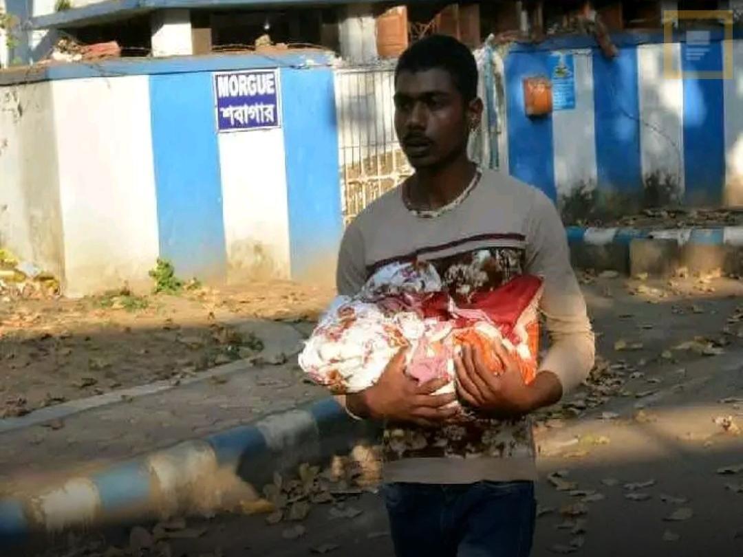 ঝাড়গ্রামের শিলদায় অসুস্থ সন্তানকে নিয়ে নাচানাচি বৃহন্নলাদের, মৃত্যু সদ্যোজাতর