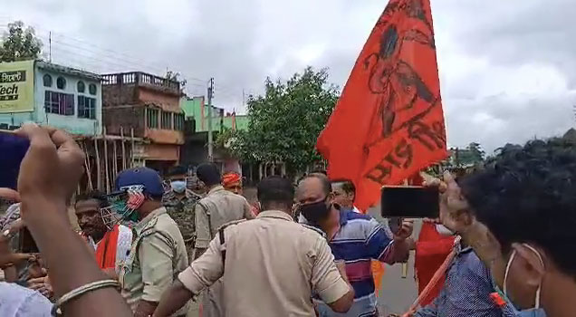 চন্দ্রকোনারোডে রাম মন্দিরের ভূমি পুজো উপলক্ষে খোল কীর্তন বাজিয়ে রাস্তায় নামল BJP,আটক BJP নেতা,অনশনের হুঁশিয়ারি