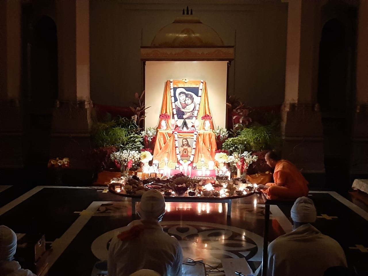 যথাযোগ্য মর্যাদায় বেলুড় মঠে যীশু পুজো