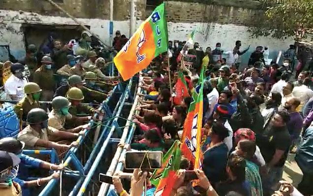 'টিএমসি-পুলিশ আঁতাতে'র প্রতিবাদে বিজেপি যুব মোর্চার কর্মসূচি