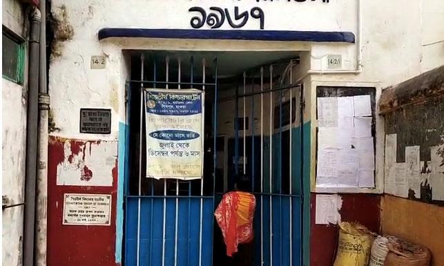 সরকারি আইন না মেনে হাওড়ার শিবপুরে চলছে বেসরকারি শিশু স্কুল