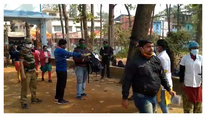 ভিডিও: থার্মাল স্কিনিং করে পরীক্ষা কেন্দ্রে ঢুকতে হচ্ছে পরীক্ষার্থীদের