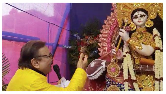 নতুন ছন্দে বাগদেবীর আরাধনা করলেন তৃণমূল নেতা মদন মিত্র